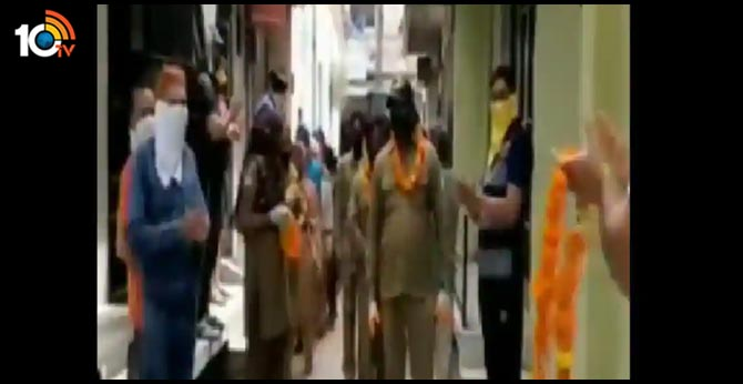 Locals in Ambala shower praise on sanitation workers with flowers and garlands
