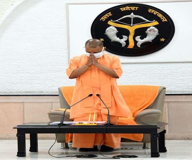 Uttarakhand CM Trivendra Singh Rawat attends the wreath laying ceremony of Uttar Pradesh CM Yogi Adityanath's father who passed away yesterday.