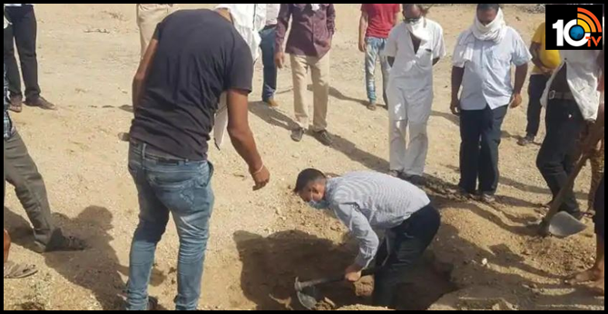 Rajasthan officer performs infant's last rites as villagers shy away over Covid-19