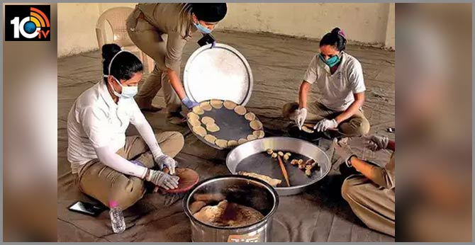 police station community kitchen vadodara cops prepare 600 meals to feed the needy