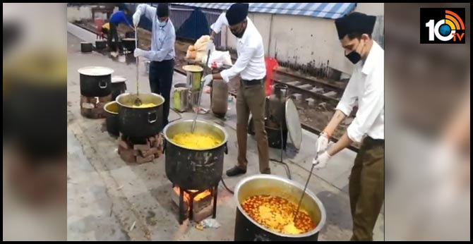 with IRTC for migrant laborers at Moradabad railway station, RSS has started its kitchen