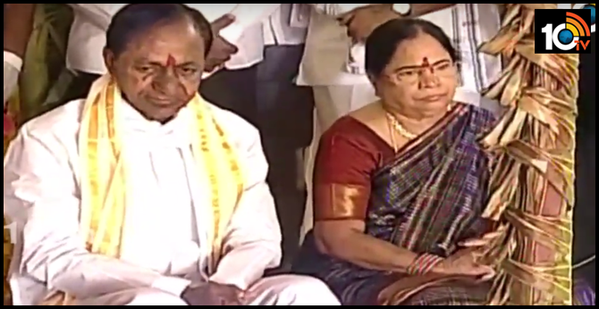 CM KCR couple at Kondapochamma temple