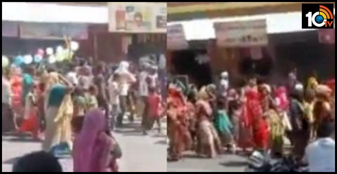 hundreds of people in Uttar Pradesh allegedly took out a grand funeral procession of a cow.