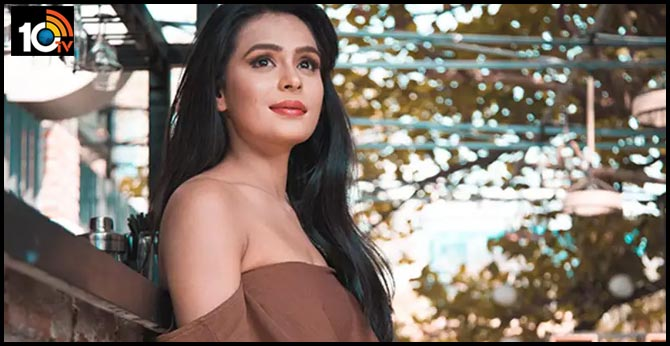 Television actress Sonal Vengurlekar calls out producer for not paying her, overwhelmed by makeup man's gesture