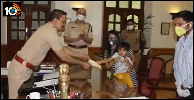 3year old mumbai bakes cupcakes to raise rs.50thousand donates it to city police