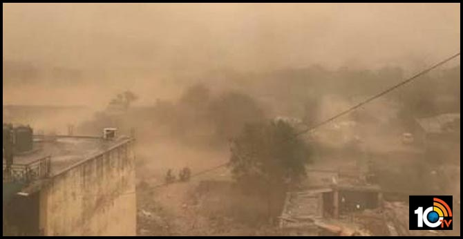Dust storm & strong winds hit parts of Delhi