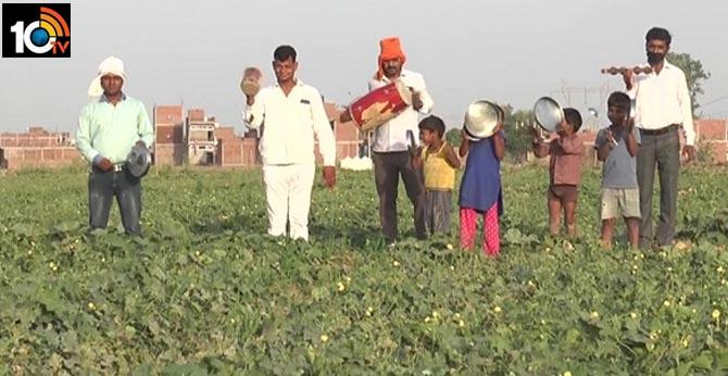 Kanpur farmers bang utensils, drums