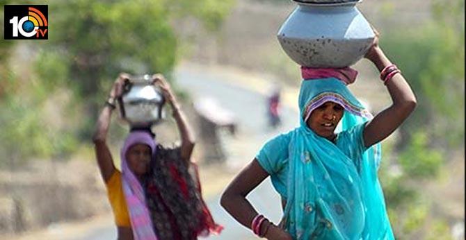 women walking 2km per day for drinking water in madhyapradesh