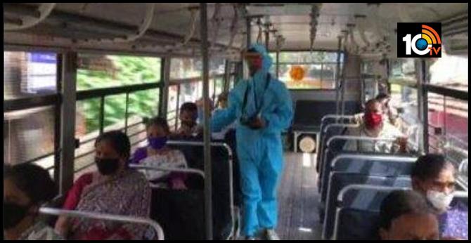 Karnataka: Conductor of a bus en route State bank to Shaktinagar in Mangaluru was seen working wearing personal protective equipment