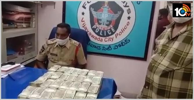 vijayawada police have seized a large amount of cash from omni van