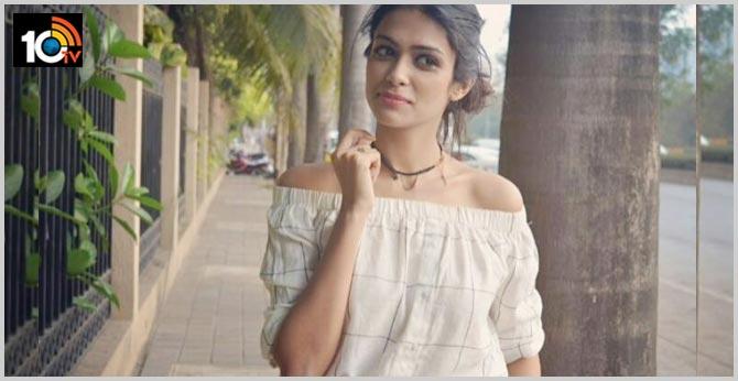 I suffer from corona symptoms says Actress Charvy Saraf