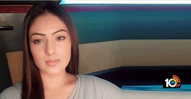Nikesha Patel fires on Bollywood Stars