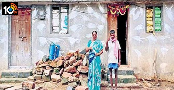 Only two rooms rekula shede house Rs. 1 lakh 80 thousand power bill in Bhupalapalli dt Telangana