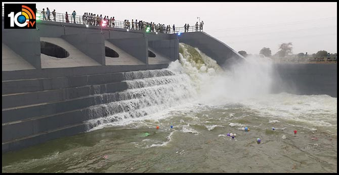 kondapochamma sagar right canal breach