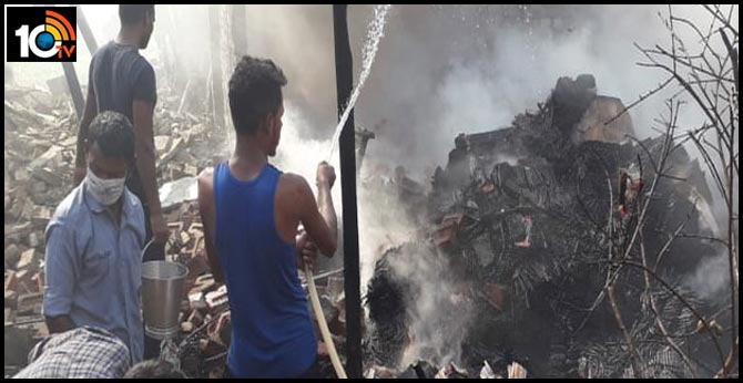 Ghaziabad fire breaks out in crackers factory in modinagar 7people died