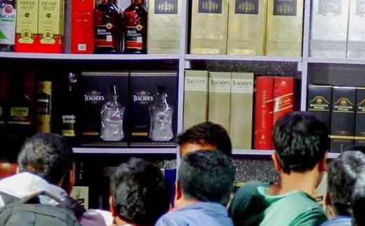 కరోనా వేళ : రోజుకు రూ. 68 కోట్ల మద్యం తాగేస్తున్నారు..ఎక్సైజ్ శాఖ ఖజానా గలగల