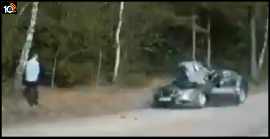 lucky-or-unlucky-his-car-was-smashed-by-a-boulder1