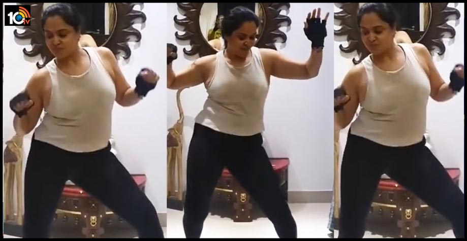 telugu-senior-actress-pragathi-latest-dance-video-viral1