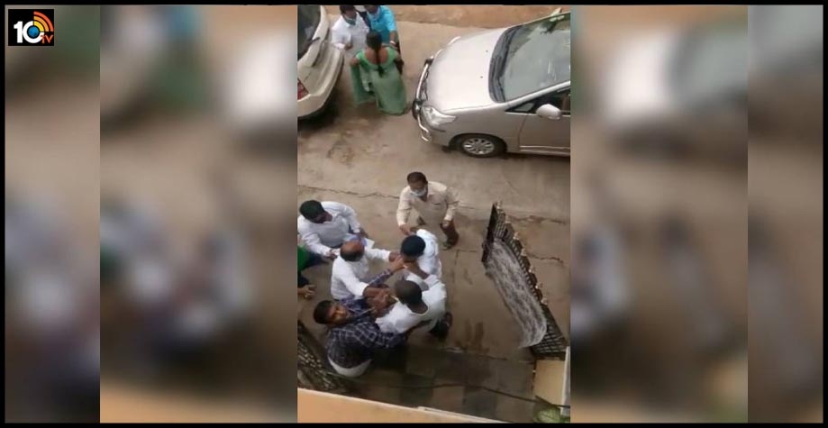 trs-corporators-husband-beats-up-bank-staffer-abuses-family-video-goes-viral-at-boduppal1