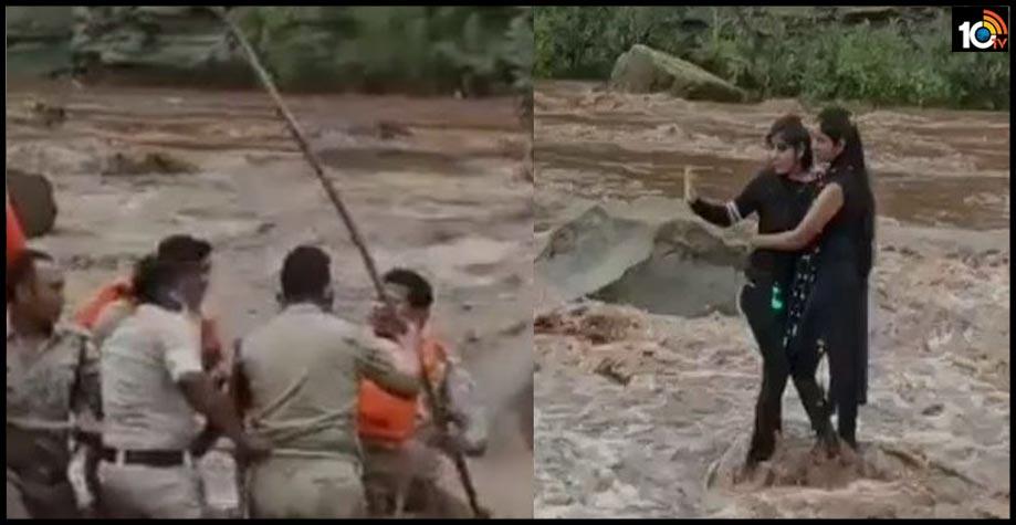 two-madhya-pradesh-girls-venture-into-the-pench-river-to-take-selfie