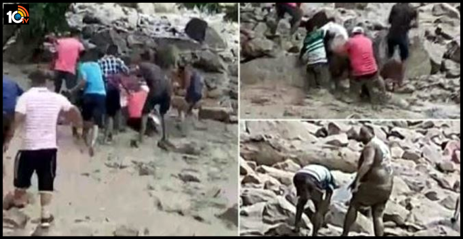 uttarakhand-mlas-narrow-escape-after-he-slips-into-flooded-rivulet-saved-local-people1