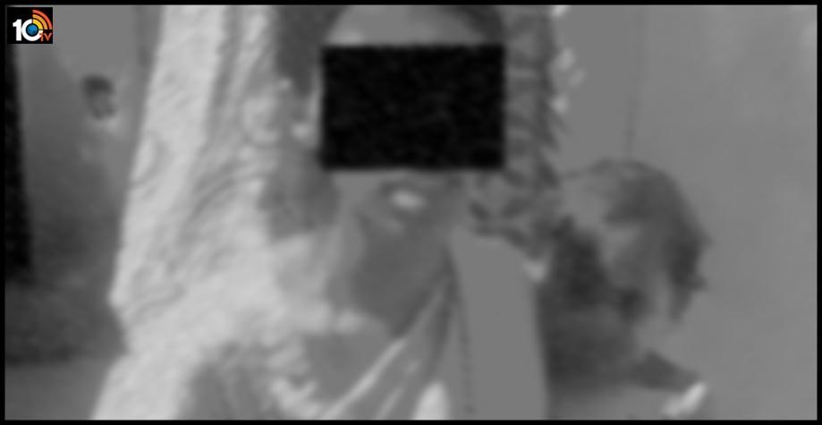 క్యాస్ట్ సర్టిఫికెట్ కోసం వచ్చిన మహిళకు లవ్ లెటర్ రాసిన గ్రామ వాలంటీర్
