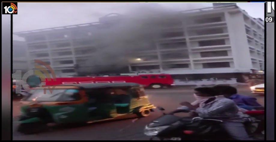 బ్రేకింగ్ న్యూస్ : విజయవాడ కరోనా సెంటర్ లో మంటలు