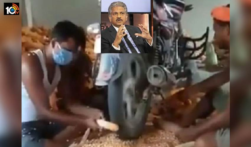 creative-farmers-flowing-corn-seeds-with-the-help-of-a-bike-anand-mahindra-shared-a-unique-video1
