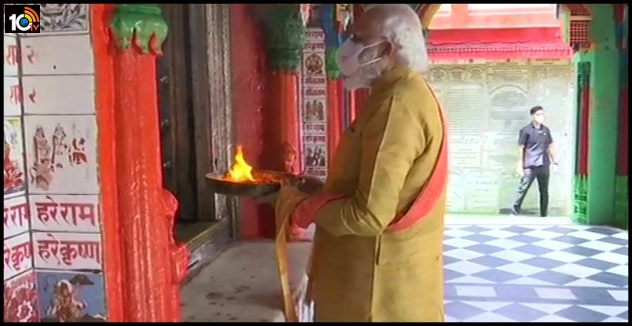 అయోధ్య పర్వం : ..హనుమాన్ గఢీలో మోడీ పూజలు