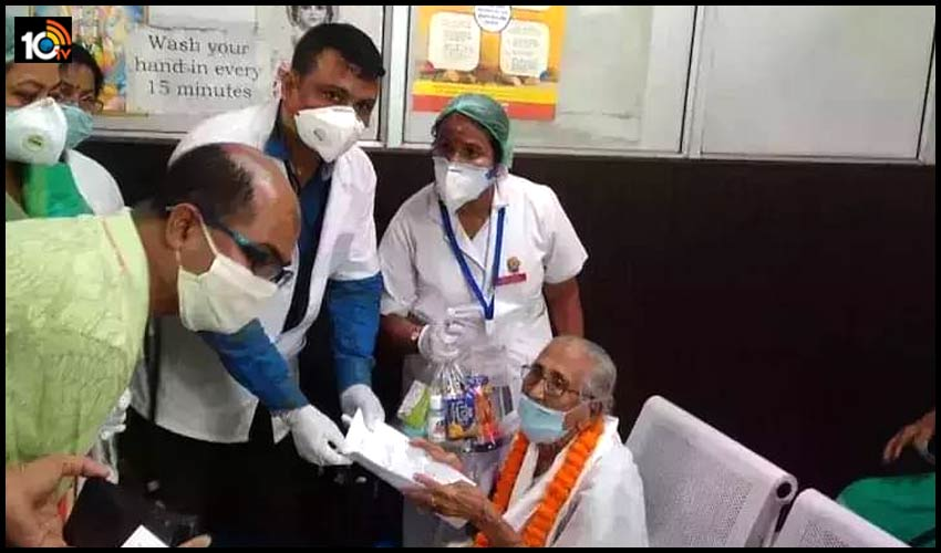 100-years-old-women-beats-corona-at-mahendra-mohan-choudhury-hospital