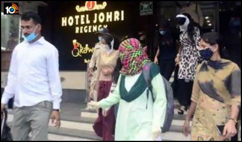 madhya-pradesh-bhopal-police-raids-at-hotel-minor-doing-hukka-party