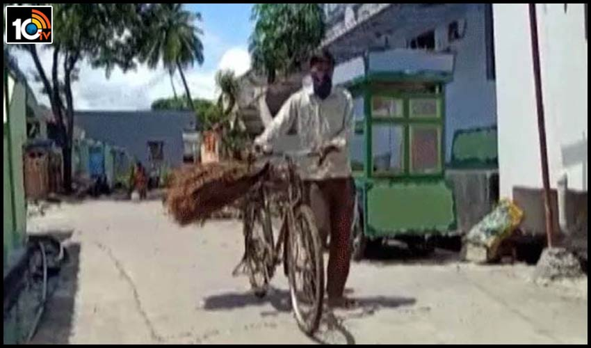 teacher-selling-brooms-in-andhra-pradesh-with-corona-effect