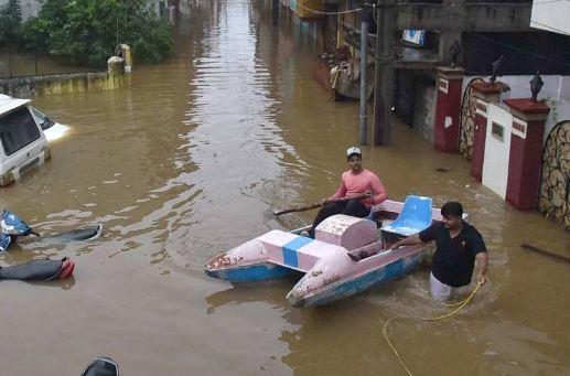 హైదరాబాద్ ను వీడని వాన..జలదిగ్భందనంలో 200 కాలనీలు