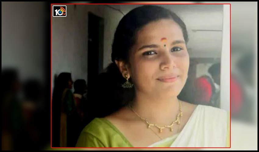 kerala-girl-student-creates-world-record-of-completing-350-online-courses-in-90-days