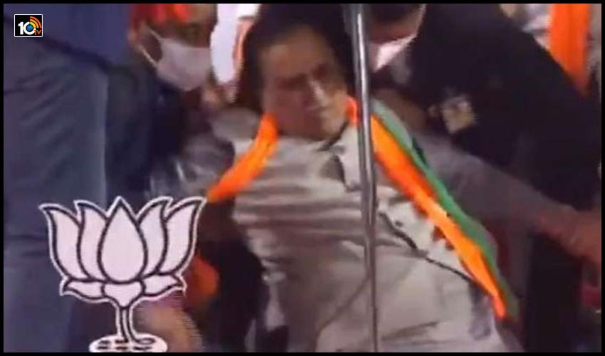 https://10tv.in/uncategorized/gujarat-chief-minister-vijay-rupani-faints-while-addressing-poll-rally-189193.html