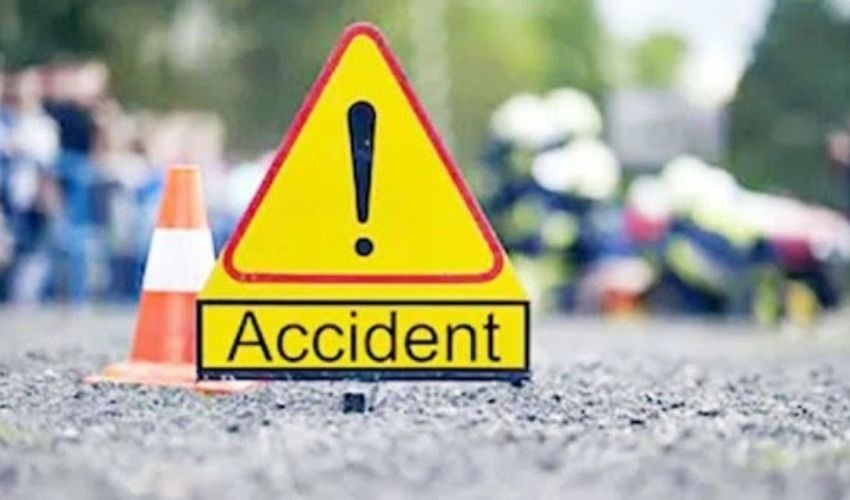 Car Crash: కరీంనగర్లో వ్యవసాయ బావిలోకి దూసుకెళ్లిన కారు