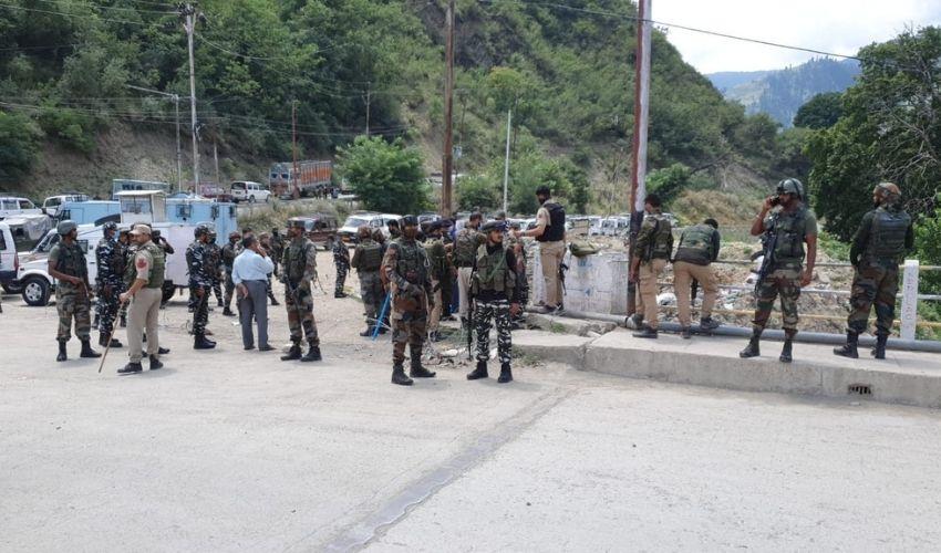 https://10tv.in/national/grenade-attack-in-baramulla-3-crpf-jawans-policeman-injured-257031.html