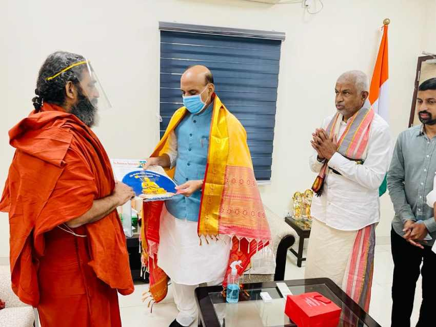 https://10tv.in/photo-gallery/chinna-jeeyar-swamy-invites-defence-minister-rajnath-singh-for-ramanuja-statue-inauguration-276860.html