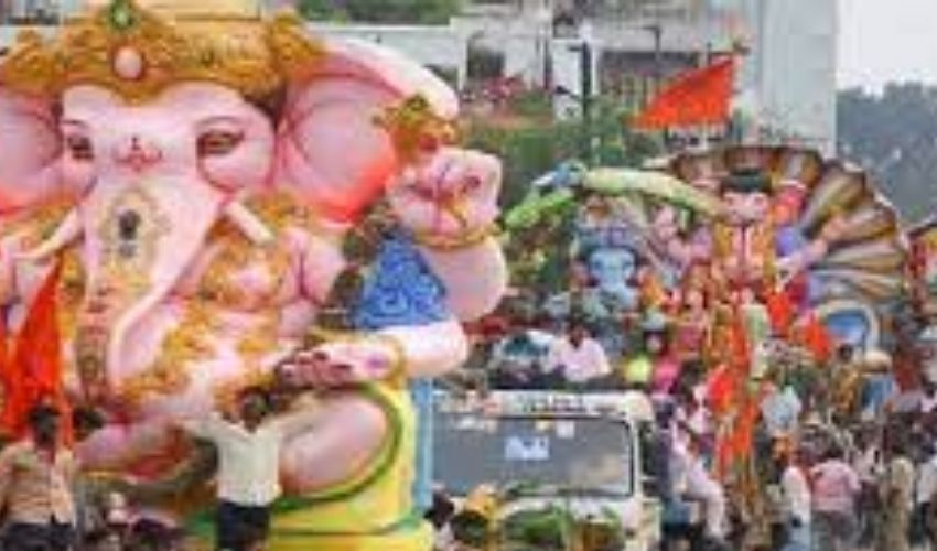 https://10tv.in/telangana/thousands-of-ganesha-idols-from-old-city-to-tank-bund-277853.html